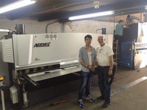 Cliente de Chipre Visita Prensa Máquina de freo e máquina de corte na nosa fábrica