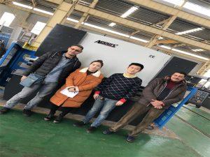Os clientes de Egipto compran prensa de máquina de freo das empresas Accurl