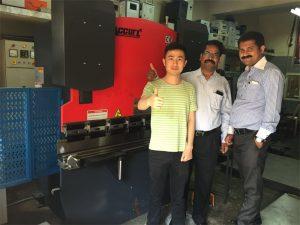 Os clientes de India visitan fábricas e compran máquinas