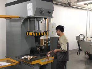 Xapón Client Testing Máquina de prensa hidráulica na nosa fábrica