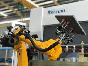 Sistema robotico de flexión para o freo automático de chapa metálica