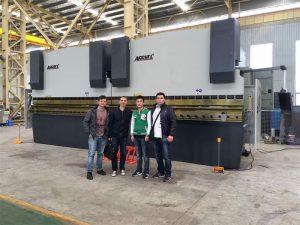 Os clientes de Vietnam visitan a nosa fábrica